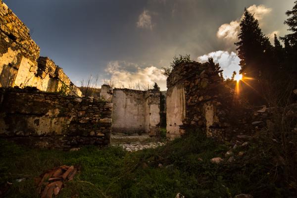 До мулдавски манастир в деня на будителите